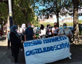 """Sfratti nel Tortonese, presidio davanti alla Prefettura: """"Intervengano le istituzioni"""""""