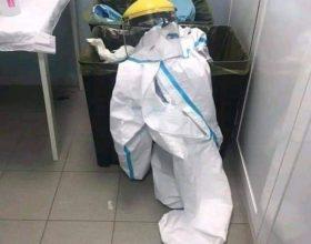 """La lettera d'addio dell'operatrice sanitaria Cinzia alla """"carissima tuta bianca"""""""