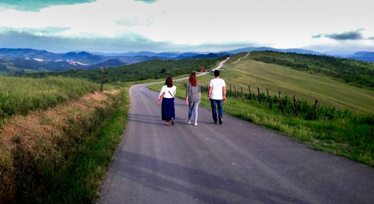 Passeggiata serale con tramonto divino in frazione Ca' del Gé