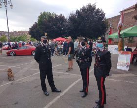 I Carabinieri di Casale al raduno delle Ferrari in piazza Castello