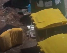 Poltrone nei cassonetti a Villabella e strada Oche: 1200 euro di multa per il responsabile