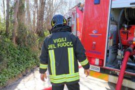 A fuoco una cascina a Mongiardino Ligure: intervento durato oltre 5 ore