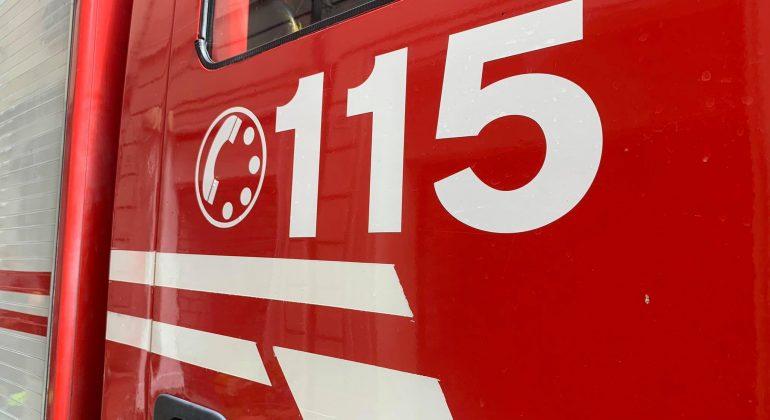 Incendio in due case a Rosignano: un vigile del fuoco soccorso