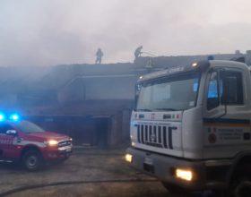 Grosso incendio al maneggio di Molare: salito a 3 il bilancio dei cavalli morti