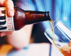 Movida selvaggia e Ovada vieta il consumo di bevande in contenitori di vetro in strada
