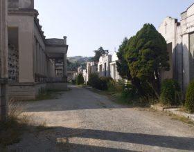 """Ad Acqui scoppia la guerra social sul cimitero, FdI: """"Manutenzione partita grazie a noi"""". Ma Lucchini li smentisce"""