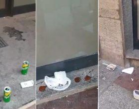 Il degrado di via Verdi tra cartoni di pizza, bottiglie e urina