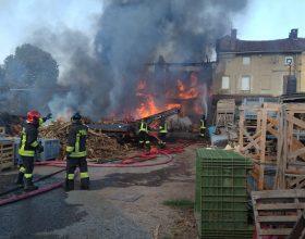 Incendio in un cascinale di Valmacca: fiamme danneggiano anche abitazione e fienile
