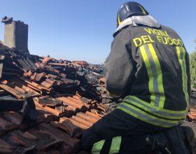 Incendio di un tetto a Novi: Vigili del Fuoco al lavoro per 2 ore
