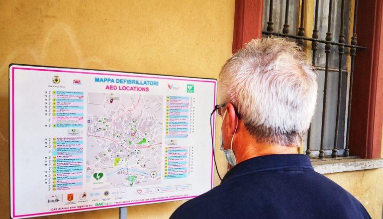 Acqui sempre più cardioprotetta: installato un defibrillatore sotto i portici Saracco