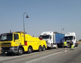 Autoarticolato fuori strada: riaperto il tratto tra Spinetta e Castelceriolo