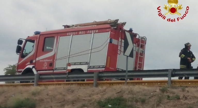 Incidente sulla A7: autista di un mezzo pesante estratto dall'abitacolo e portato in ospedale