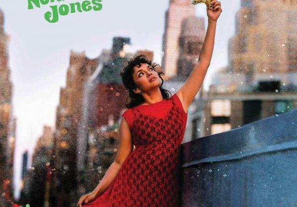 Norah Jones pubblica il suo primo album natalizio, I Dream Of Christmas