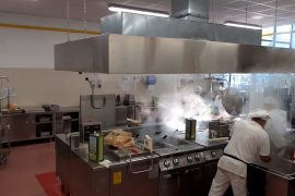 """Dentro al centro cottura che serve le scuole di Alessandria: """"Ritardi e variazioni di menù? Ecco perché"""""""